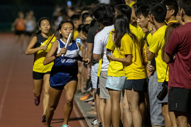 Kent Ridge Hall's Vanessa Lee gaining a lead over Eusoff Hall's Tan Hui Xin in the 800m leg of the mixed medley. (Photo 13 © REDintern Jared Khoo)
