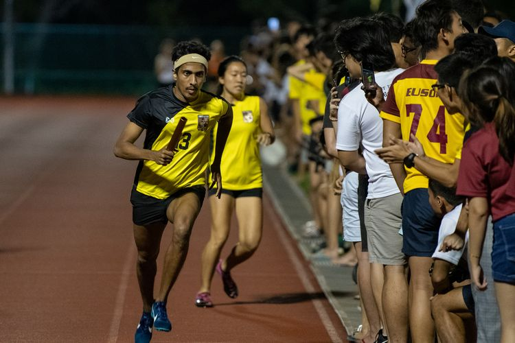 Zachary Ryan Devaraj setting off for his 800m leg for Eusoff Hall in the mixed medley. (Photo 14 © REDintern Jared Khoo)