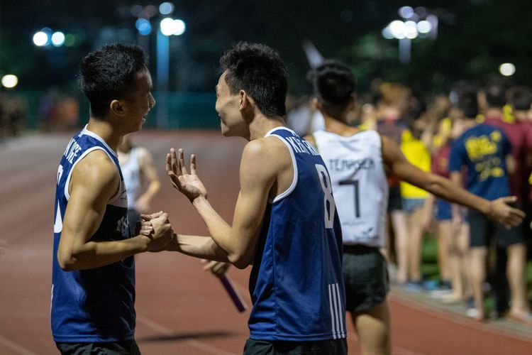 Runners from Kent Ridge Hall having a moment. (Photo 18 © REDintern Jared Khoo)