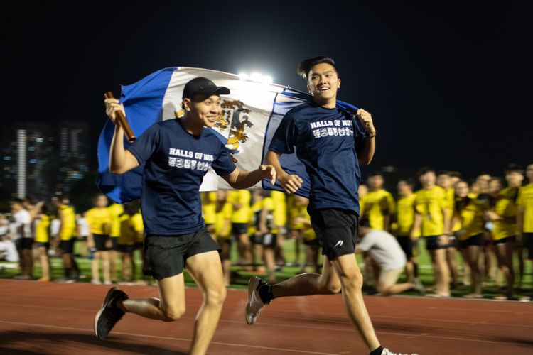 Runners in the novelty mixed 4x100m relay, a fun run of which no points are counted toward the standings. (Photo 21 © REDintern Jared Khoo)