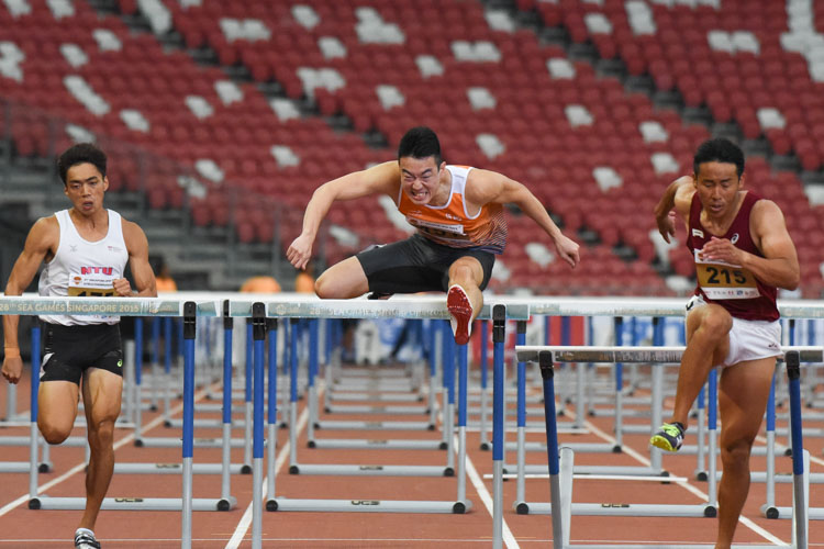 Ang Chen Xiang twice rewrote his own 110m Hurdles national record, which previously stood at 14.36s, at the 81st Singapore Open. He clocked 14.27s in the heats before lowering it further by 0.01s in the final. (Photo 1 © Iman Hashim/Red Sports)