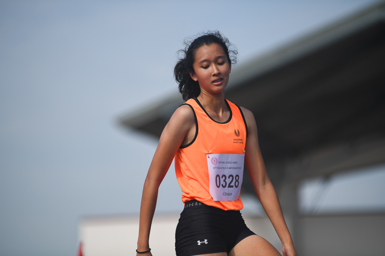Yasmeen Marie Lutfi of Singapore Sports School clinched bronze medal in the A division girls high jump event with a final height of 1.54m. All the top three jumpers had the same final height of 1.54m and the officials had to do a countback to decide the winners. (Photo 1 © Stefanus Ian/Red Sports)