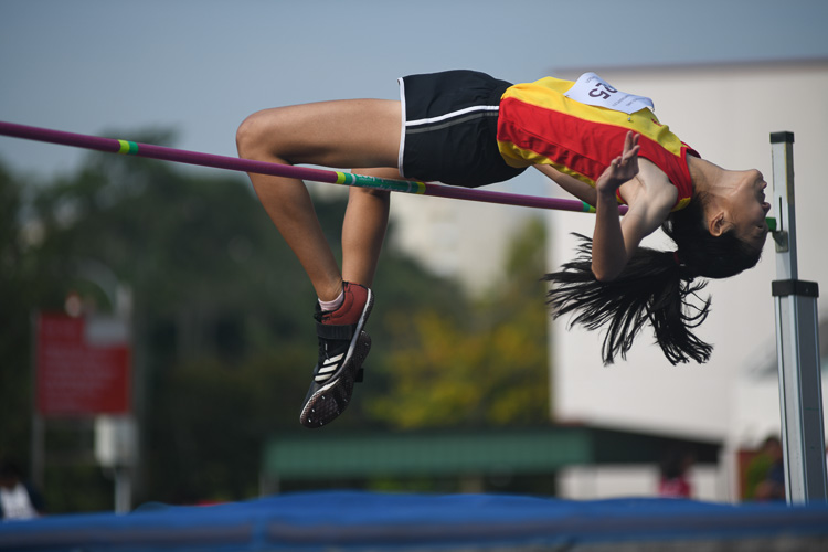 Tham Mei Shuen of HCI clinched gold in the A division girls high jump event with a final height of 1.54m. All the top three jumpers had the same final height of 1.54m and the officials had to do a countback to decide the winners. (Photo 1 © Stefanus Ian/Red Sports)