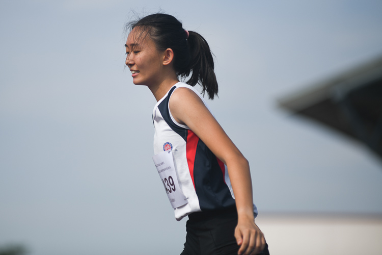 Lim En Ning of Dunman High School clinched silver in the A division girls high jump event with a final height of 1.54m. All the top three jumpers had the same final height of 1.54m and the officials had to do a countback to decide the winners. (Photo 1 © Stefanus Ian/Red Sports)