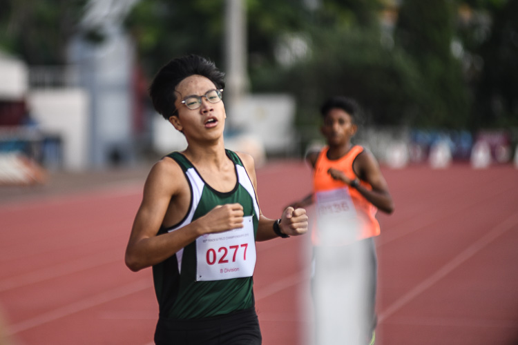 Chai Jiacheng of RI came in second in the B division boys 1500m race with a time of 04:20.86. (Photo 1 © Stefanus Ian/Red Sports)
