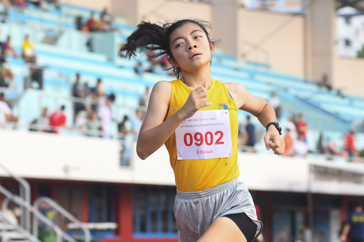 Kylie Tan of Cedar Girls' Secondary School came in third in the B division girls 1500m race with a time of 05:16.12. (Photo 1 © Stefanus Ian)