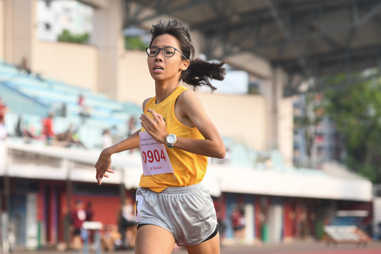 Claudia Tang of Cedar Girls' Secondary School clinched the gold medal in the B division girls 1500m race with a time of 05:09.98. (Photo 1 © Stefanus Ian)