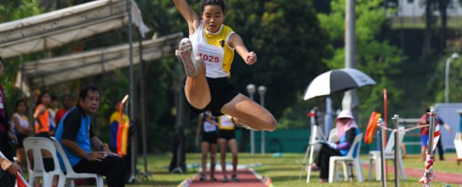 Ann Lee of NYGH came in first in the B Division Girls Long Jump event with a final distance of 5.11m. (Photo 1 © Stefanus Ian/Red Sports)