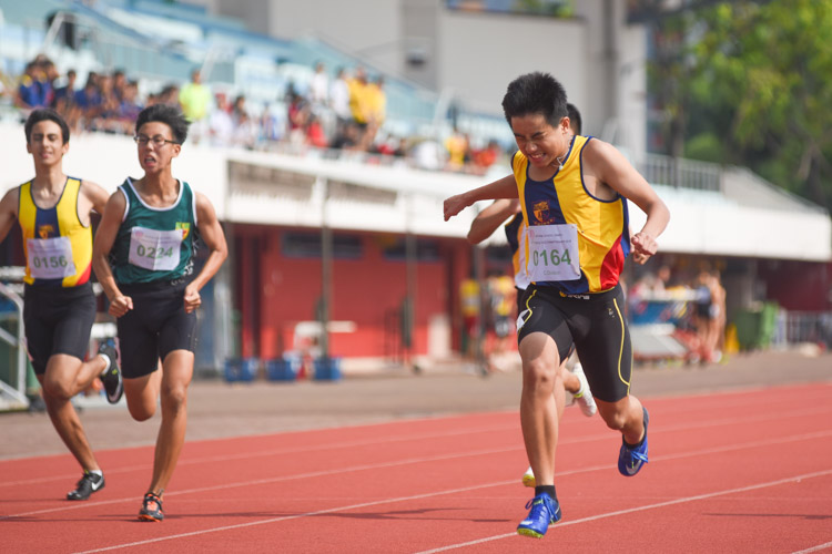 Xavier Tan (#164) of ACS(I) dips across the finish line in the C Division boys' 200m final which he won in 24.03s. (Photo 3 © Iman Hashim/Red Sports)