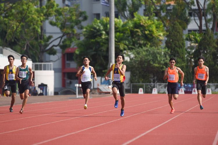 Competitors of the C Division boys' 200m final going into the final straight. (Photo 4 © Iman Hashim/Red Sports)