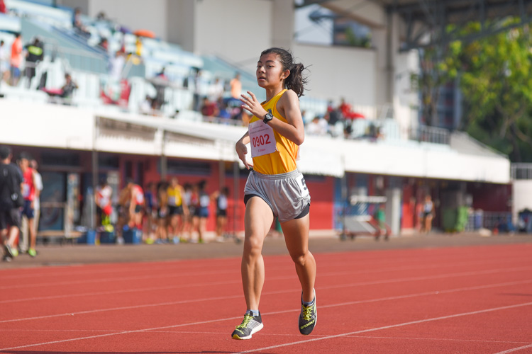 Kylie Tan of Cedar Girls' Secondary clocked 11:47.93 to strike gold and defend her title in the B Division girls' 3000m final. (Photo 1 © Iman Hashim/Red Sports)