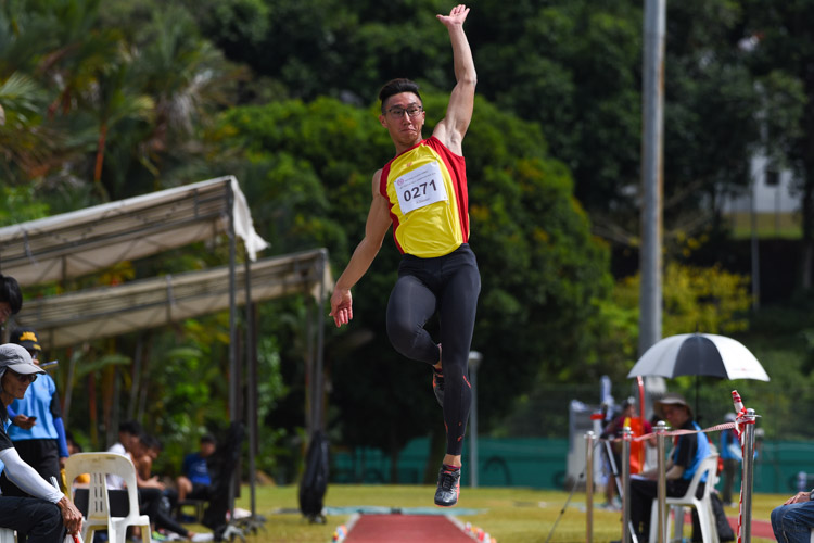 Tedd Toh of Hwa Chong Institution snatched the A Division boys' long jump title after leaping 6.89m on his last attempt. (Photo 2 © Iman Hashim/Red Sports)