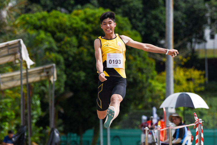 Kampton Kam of Victoria Junior College settled for silver with a best jump of 6.81m. (Photo 5 © Iman Hashim/Red Sports)