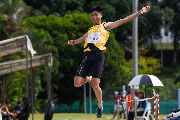 Kampton Kam of Victoria Junior College settled for silver with a best jump of 6.81m. (Photo 6 © Iman Hashim/Red Sports)