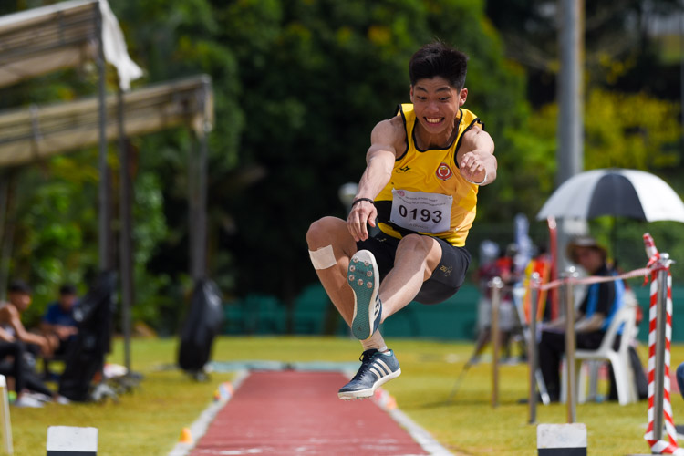 Kampton Kam of Victoria Junior College settled for silver with a best jump of 6.81m. (Photo 7 © Iman Hashim/Red Sports)