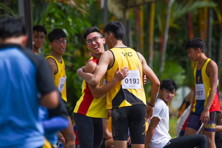 Kampton Kam (#193) of VJC congratulates HCI's Tedd Toh on his victory at the end of the competition. (Photo 8 © Iman Hashim/Red Sports)