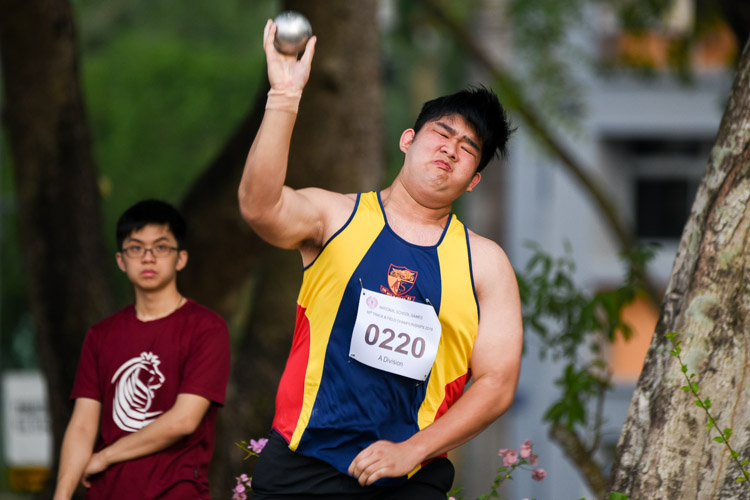 Nathan Wong (#220) of ACJC placed eighth with 10.91m. (Photo 8 © Iman Hashim/Red Sports)