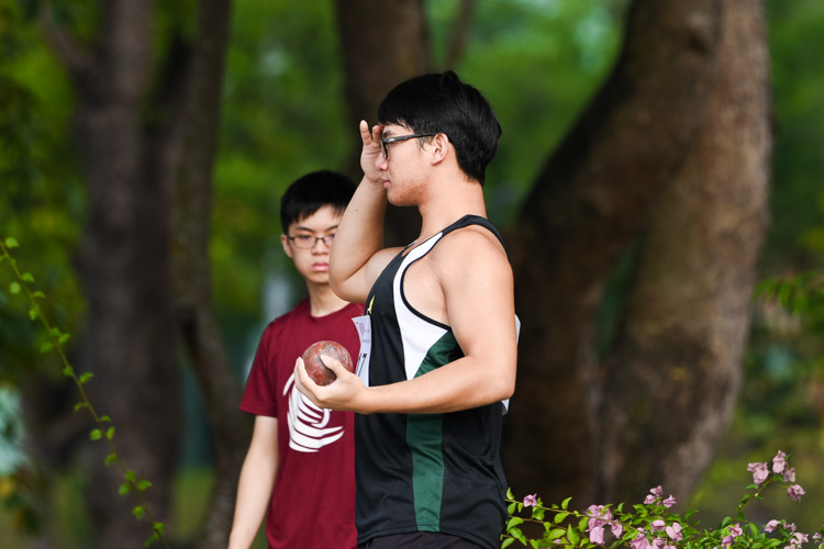 Matthew Lee (#117) of Raffles Institution clinched the A Division boys' shot put gold with a best throw of 16.66m. (Photo 2 © Iman Hashim/Red Sports)