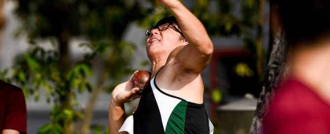 Matthew Lee (#117) of Raffles Institution clinched the A Division boys' shot put gold with a best throw of 16.66m. (Photo 1 © Iman Hashim/Red Sports)