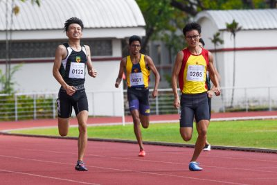 Sin Ming Wei (#265) of Hwa Chong Institution outsprinted his other competitors to clinch the A Division boys' 400m gold in 51.45s. (Photo 1 © Iman Hashim/Red Sports)