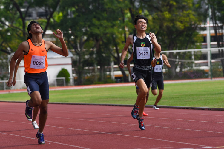 Samel Sahil Chetan (in orange) of Singapore Sports School gives one last burst in the 400m final. He eventually settled for silver in 51.58s, while Marcus Tan (#122) of Raffles Institution took the bronze in 52.03s. (Photo 4 © Iman Hashim/Red Sports)