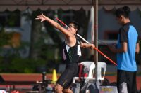 Joel Low (#121) threw a distance of 56.52m to lead a Raffles Institution 1-2-4 finish and claim his first ever gold medal in the event. (Photo 1 © Iman Hashim/Red Sports)