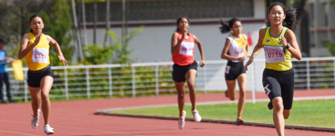 B Division girls' 400m champion Emily Ong (#719) of Singapore Chinese Girls' School retained her crown with a timing of 1:00.51. (Photo 5 © Iman Hashim/Red Sports)