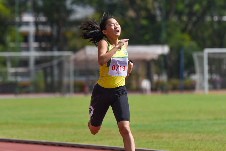 Emily Ong (#719) of SCGS stopped the clock at 1:00.51 to retain her B Division girls' 400m crown. (Photo 9 © Iman Hashim/Red Sports)