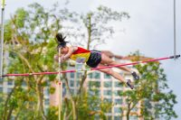 Mei Togawa of Hwa Chong Institution vaulted her way to a new A Division girls' record when she cleared 3.19m on her last attempt. (Photo 1 © Iman Hashim/Red Sports)
