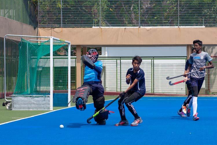 Hisham Ahmad Putra (SHS #15) desperately kicks the ball away from Syazwi Zufayri Bin Yusri (SKS #17) in a bid to stop Sengkang from scoring. (Photo 4 © REDintern Jordan Lim)