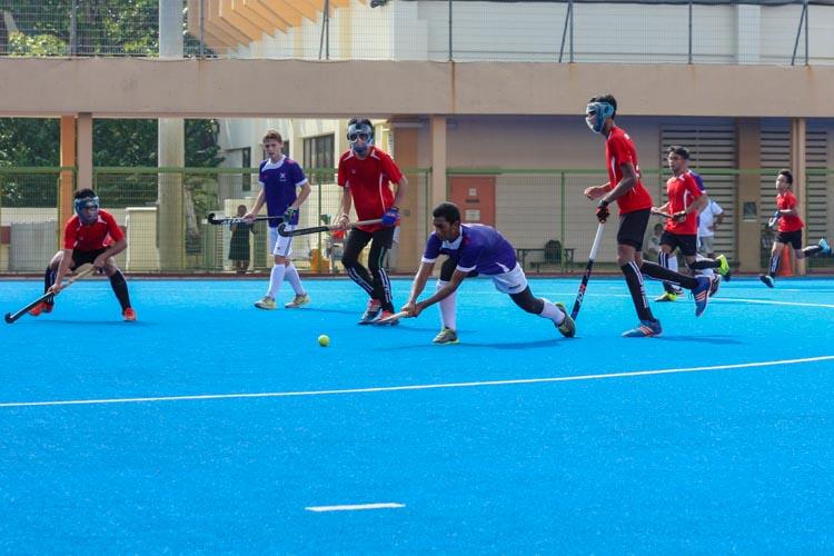 Muhammed Nasrullah B (SKS #2) lunges out to shoot the ball. (Photo 7 © REDintern Jordan Lim)