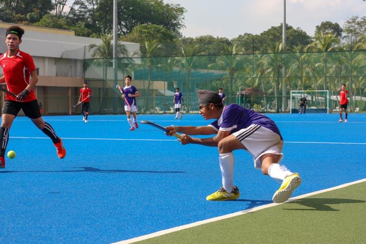 Harek Singh Mehta (SAS #12) balances on one leg as he passes the ball from the flank. (Photo 8 © REDintern Jordan Lim)