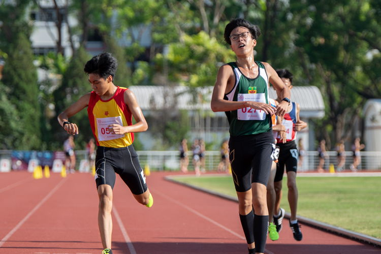 3000m B Division Boys' Finals: Chai Jiacheng of Raffles Institution, Chew Yue Bin of HCI (in yellow and red), and Loh Wei Long of Yuan Ching Secondary School (in orange and blue).