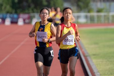 Left to right: Chua Hsi-Ern Caylee of ACJC and Clarice Lau Jia Yun of HCI. The two girls started the 3000m A Division Girls' final almost side-by-side.