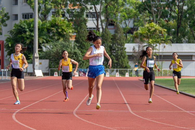 Laura Wong Si Teng of SNG (in white) won the 400m C Division Girls' Finals with a time of 01:03.36. Other runners (left to right): Ho Zhi Ling of NYGH, Soh Xuanya Mathilda of CG, Kirsten May Leong of CGS, and Chu Jo Lin of TMS.