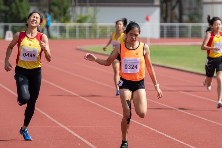 Diane Hilary Pragasam of SSP (middle, in neon orange) won the 400m A Division Girls' Finals with a time of 01:01.00. To her left, HCI runner Amanda Ashley Woo Jia Min, who finished in second place with a time of 01:01.36.