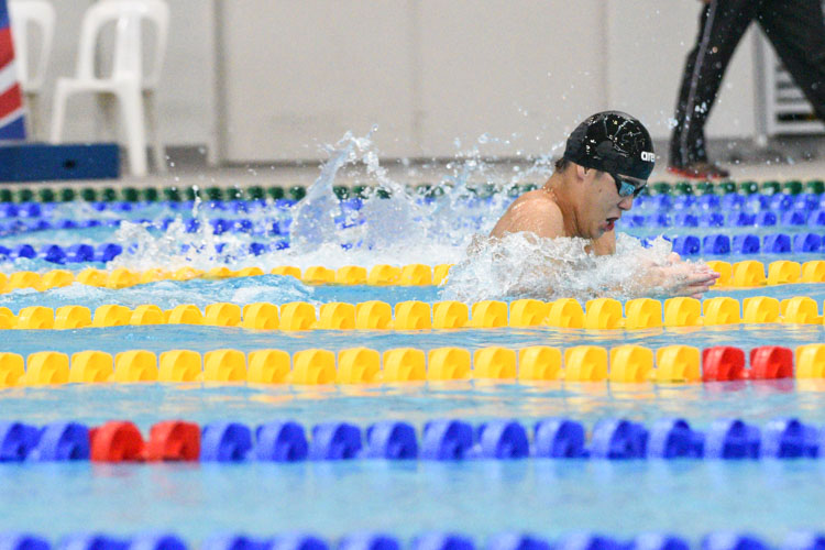Leow Li Shen of RI clinched the B Division boys' 100m Breaststroke gold with a time of 1:05.50. Earlier in the morning, he broke his own meet record in the 50m Breaststroke final with a time of 29.71s, erasing the 29.78s he clocked in the heats. (Photo 1 © Iman Hashim/Red Sports)