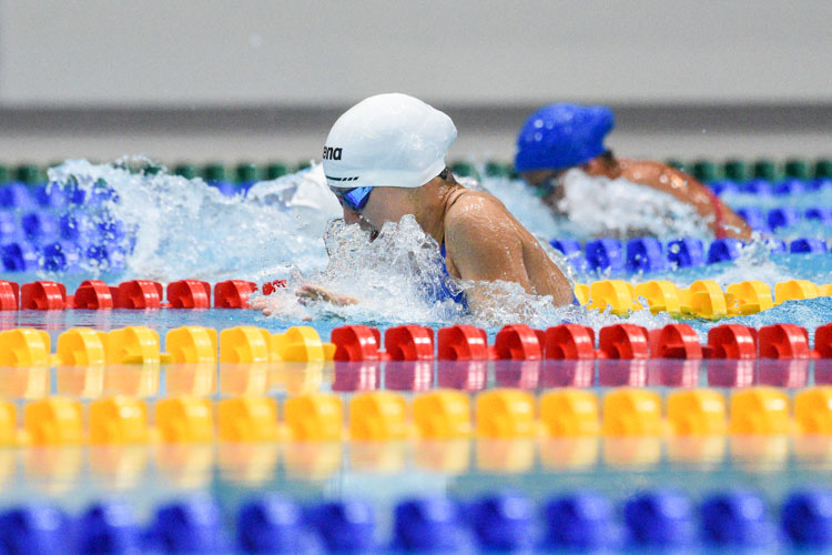 RGS' Sarah Bernard (in white cap) clinched gold in the C Division girls' 100m Breaststroke final with a time of 1:15.79. (Photo 1 © Iman Hashim/Red Sports)