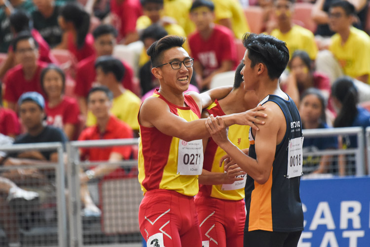 Tedd Toh (#271) of HCI congratulating his competitors after the A Division boys' 100m final. (Photo X © Iman Hashim/Red Sports)