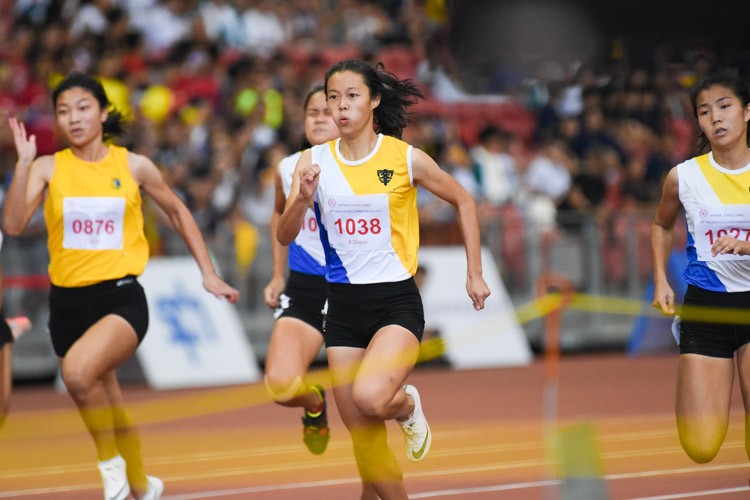 NYGH's Elizabeth-Ann Tan (#1038) clinched gold in the B Division girls' 100m final, while teammate Bernice Liew (#1027) finished second. Elizabeth-Ann stopped the clock at 12.25s to break the championship record of 12.37s that Bernice had set last year. (Photo X © Iman Hashim/Red Sports)