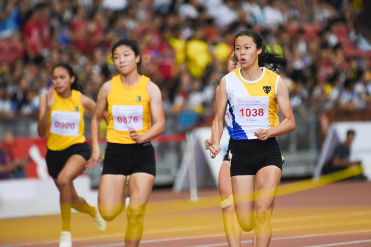 NYGH's Elizabeth-Ann Tan (#1038) clinched gold in the B Division girls' 100m final, stopping the clock at 12.25s to break the championship record of 12.37s that teammate Bernice Liew had set last year. (Photo 1 © Iman Hashim/Red Sports)