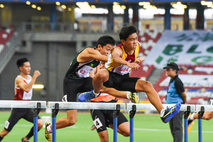Gabriel Lee (#484) of Victoria School clocked 14.89 seconds to finish first in the B Division boys' 110m hurdles final. (Photo X © Iman Hashim/Red Sports)