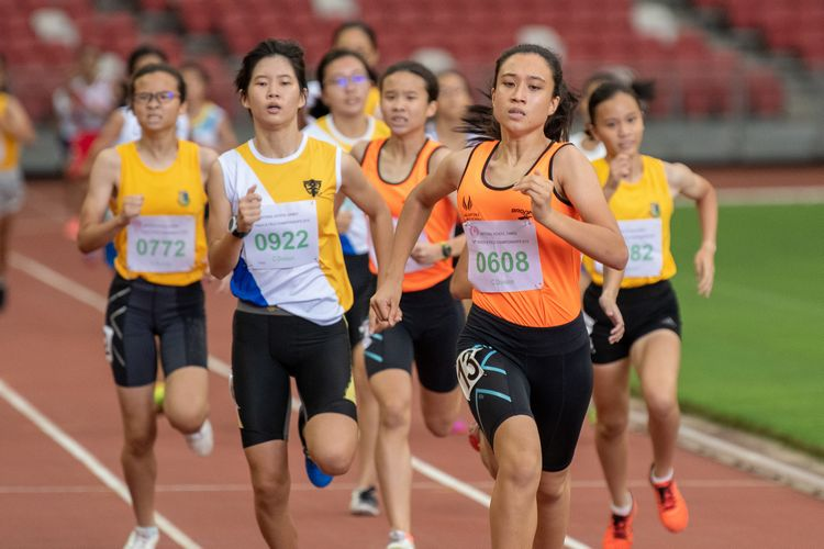 Sallit Olivia (#608) of Singapore Sports School finished first in the C Division Girls 800m final with a time of 02:38.55. In second place, Esther Tay (#922) of NYGH.