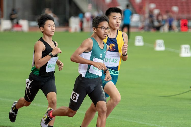 Kieran Andre Longue (#272, in green) finished first in the C Division Boys' 800m final with a time of 02:11.30.