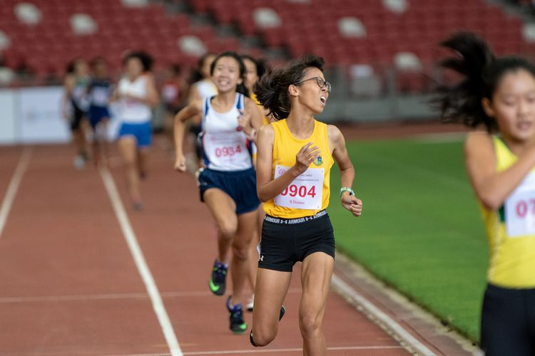 Claudia Tang (#904) of Cedar Girls' Secondary crossed the finish line just under three seconds behind Emily (#719) to secure second place with a time of 02:27.27 in the B Division Girls' 800m final.