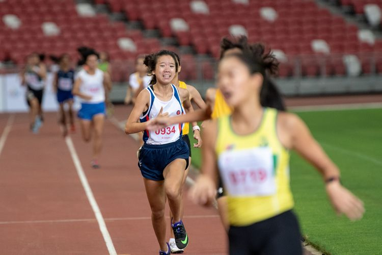 Second runner-up Enastasia Koh Ye (#934) of Dunman High School crosses the finish line in third place with a time of 02:29.23 in the B Division Girls' 800m final.