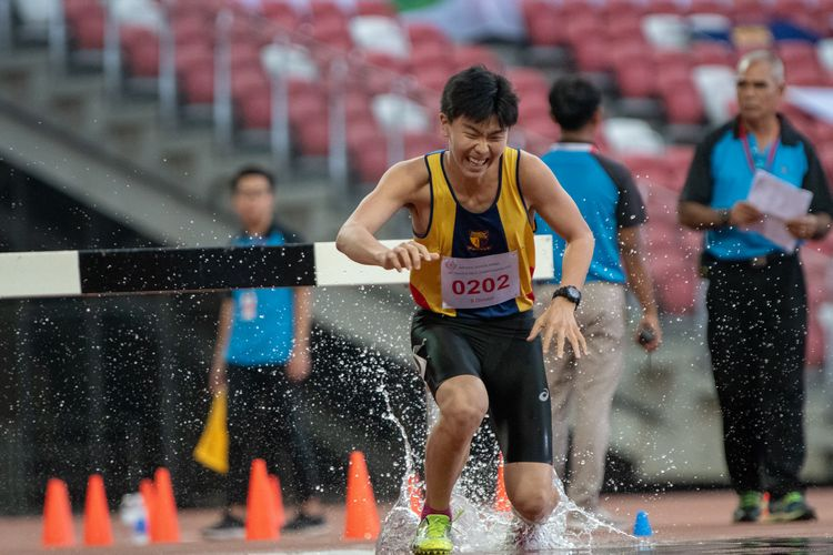 Matthew Yong (#202) of ACS(I) came in fifteenth place in the B Division Boys' 2000m steeplechase final with a time of 07:47.39.