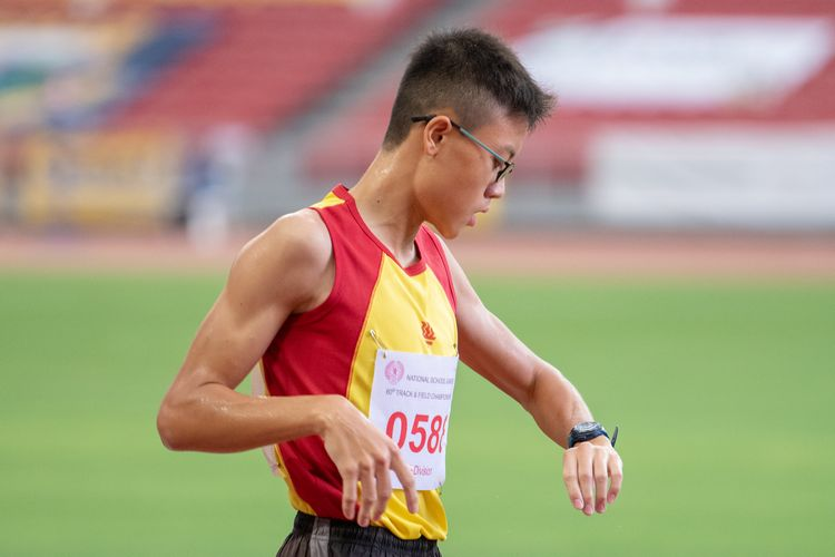Jonathan Yeong (#588) of HCI finished in third place in the B Division Boys' 2000m steeplechase final with a time of 06:59.39.