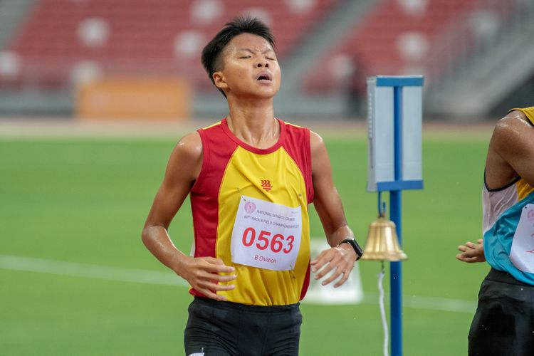 Ernest Low (#563) of HCI finished in sixth place in the B Division Boys' 2000m steeplechase final with a time of 07:12.72.