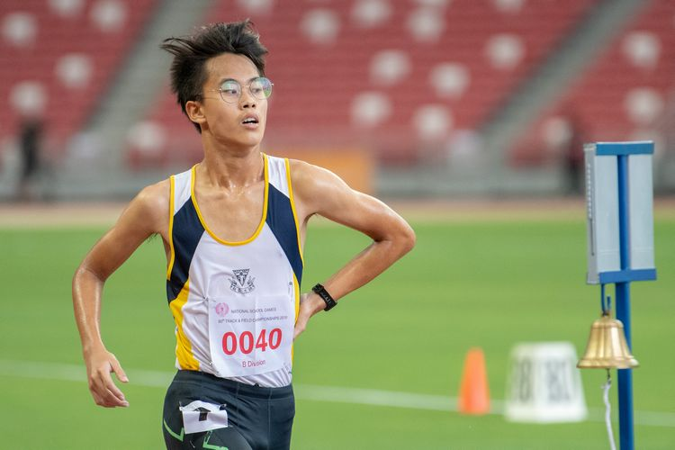 Caleb Koh (#40) of Catholic High School finished in eighth place in the B Division Boys' 2000m steeplechase final with a time of 07:18.27.